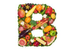 Letra B rellena de alimentos para un pelo sano