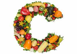 Letra C rellena de alimentos para un pelo sano